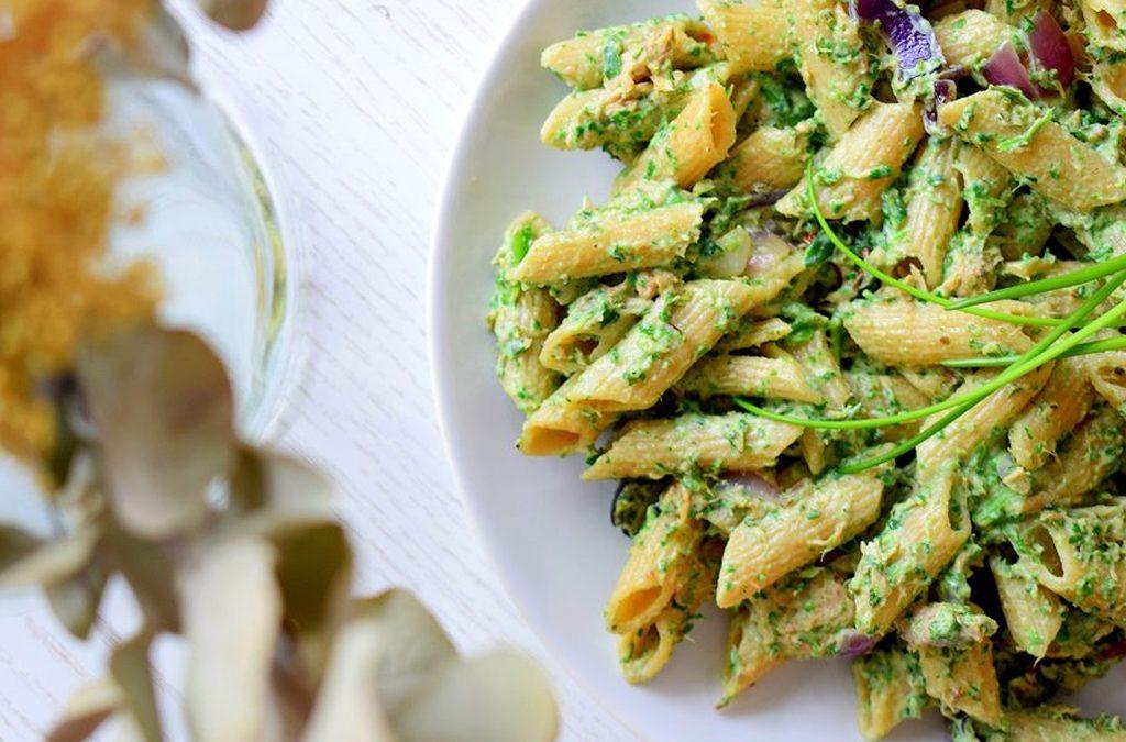 Pasta met een saus van spinazie en ricotta