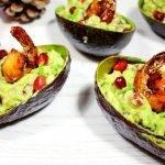 Gevulde avocado met gegrilde gamba's