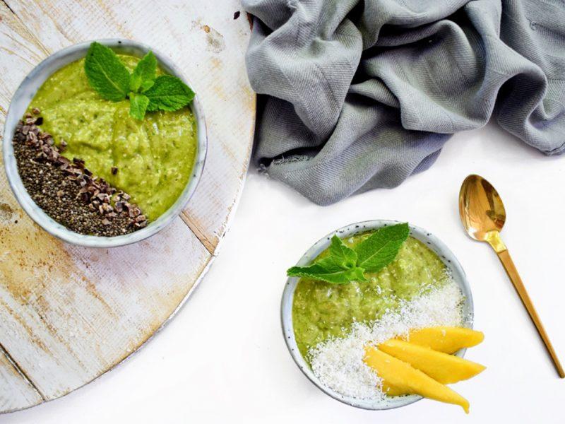 Green smoothie bowl met mango | Ontbijt recept | Healthy Wanderlust