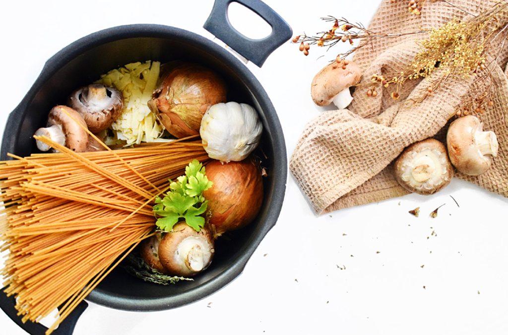 1-pan-pasta met romige uiensaus | Makkelijk recept | Pasta gerecht