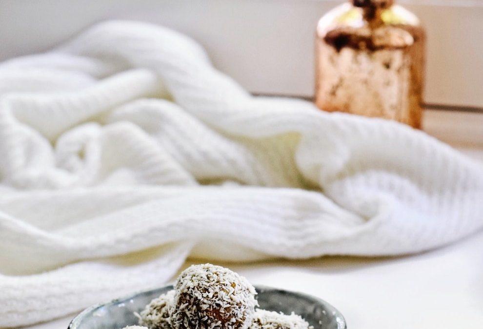 Energie balletjes met kokos   Gezonde snack   Healthy Wanderlust
