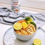 Noodles met mango en halloumi | Kokos pinda saus