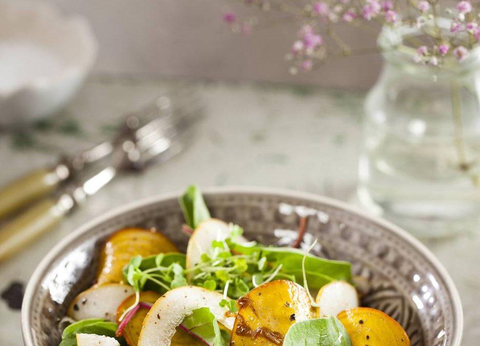 Gele bieten salade met peer en tuinkers   Salade recept   Healthy Wanderlust