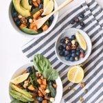 Salade met blauwe bessen en pecannoten