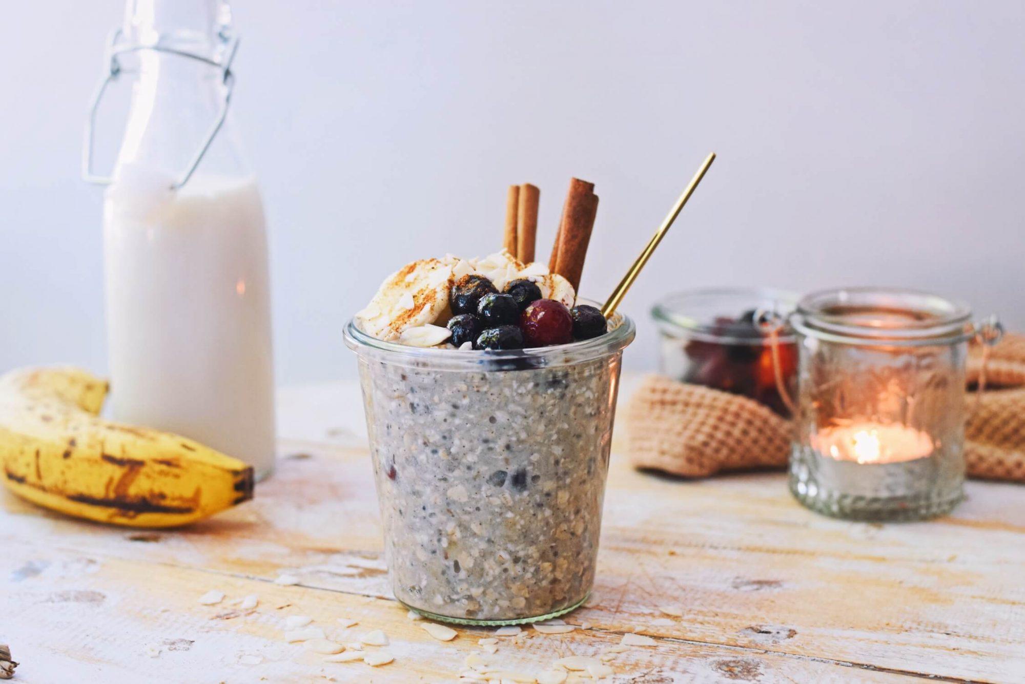 Overnight oats met banaan   Gezond ontbijt recept