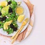 Salade met bramen, rucola en pistachenootjes