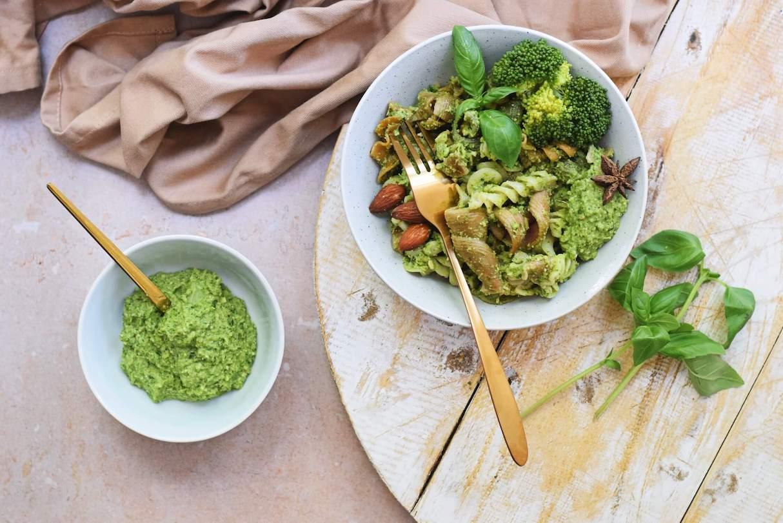 Vegetarische pasta met broccolipesto | Makkelijk recept