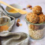 Karamel zeezout bliss balls met amandelen | Gezonde snack