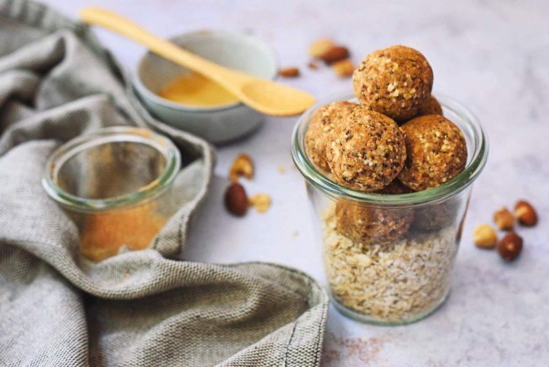 Karamel zeezout bliss balls met amandelen   Gezonde snack
