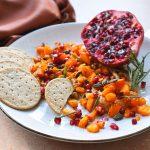 Hapje voor kerst: hummus met geroosterde pompoen