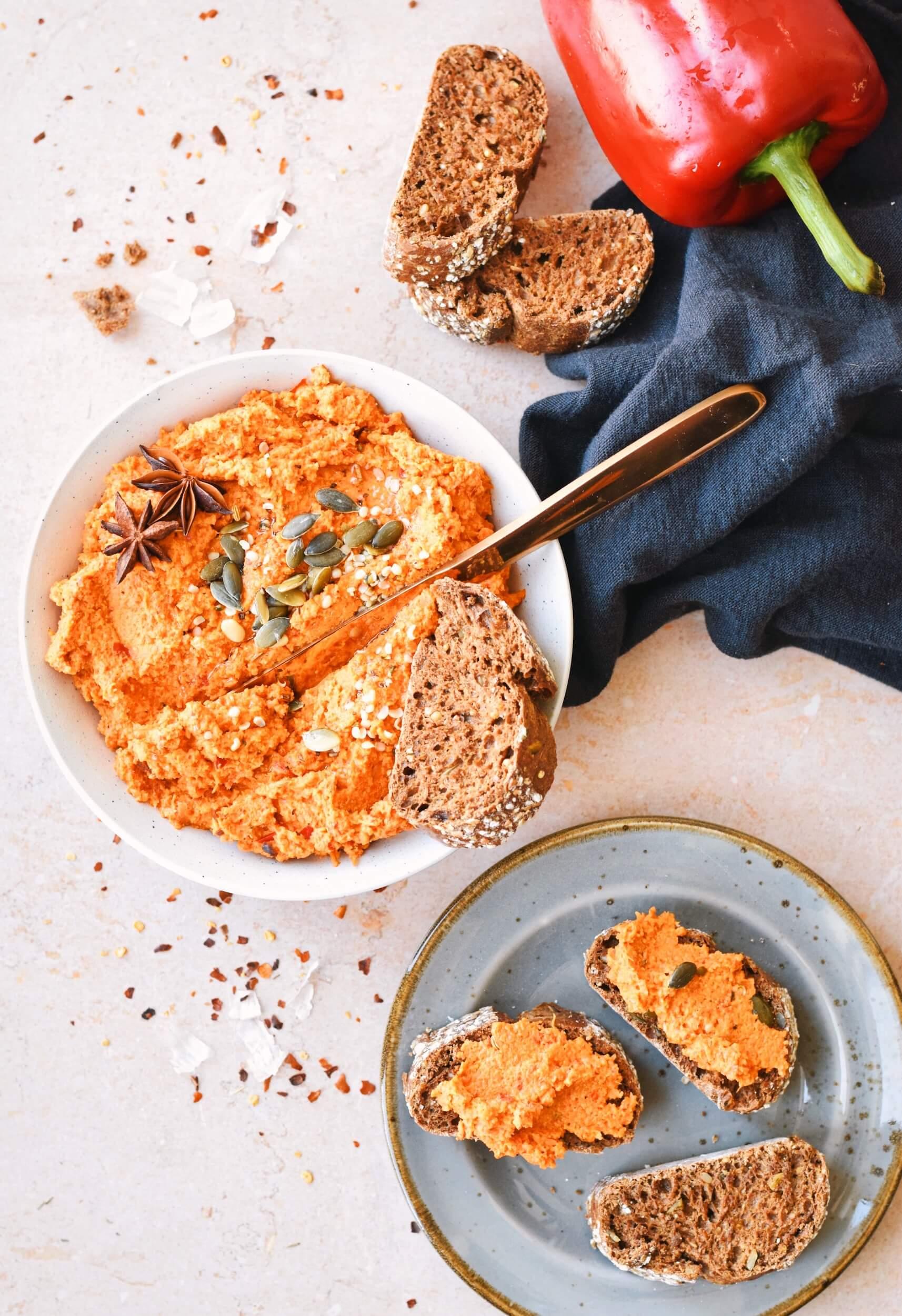 Bruschetta's met een Wortel-paprika spread